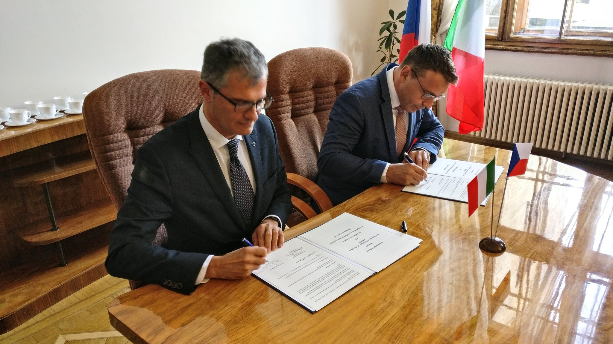 ITALIA E REPUBBLICA CECA SIGLANO MEMORANDUM DI COOPERAZIONE NELL'INDUSTRIA SPAZIALE