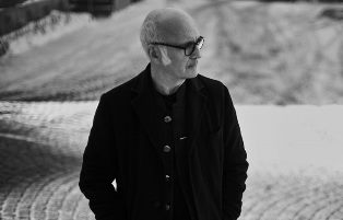"""SEVEN DAYS WALKING"": LUDOVICO EINAUDI DEBUTTA A SINGAPORE"