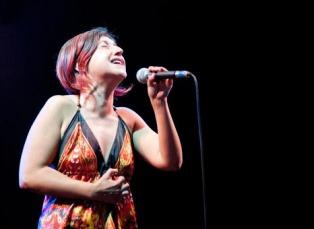 """""""AMOREAMARO"""": MARIA MAZZOTTA PORTA LA MUSICA ITALIANA NEL MONDO E CONTINUA IL TOUR INTERNAZIONALE"""
