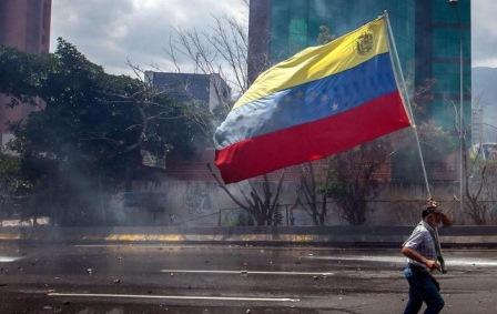 VENEZUELA/ IL PARLAMENTO EUROPEO RICONOSCE GUAIDÓ ED ESORTA L