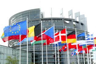 BANCHE: VIA LIBERA DEL PARLAMENTO EUROPEO A NORME PER RIDURRE RISCHI E PROTEGGERE CONTRIBUENTI