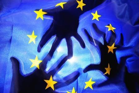 SOLIDARIETÀ NELLE DIFFICOLTÀ E RUOLO PIÙ FORTE DELL'UE NELLE CRISI: IL SONDAGGIO UE SU CITTADINI DI 21 STATI MEMBRI