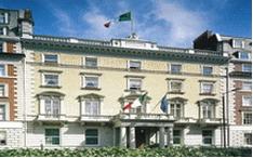 L'ambasciatore Trombetta presiede la riunione del sistema Italia nel Regno Unito