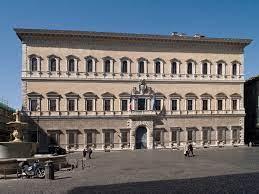 Tutelare i contrattisti italiani nelle sedi diplomatiche estere: la Lega interroga il Governo