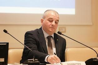 Fazzolari (FdI): governo garantisca vaccino Covid anche italiani all