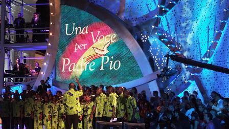"""""""UNA VOCE PER PADRE PIO 2020"""": SU RAI ITALIA IL CHARITY SHOW CONDOTTO DA FLAVIO INSINNA"""