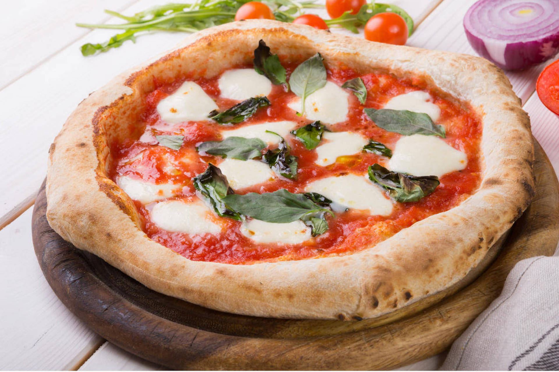 """""""Pizza day"""" fai da te per il 44% italiani ma perdita da 5 mld per le pizzerie"""