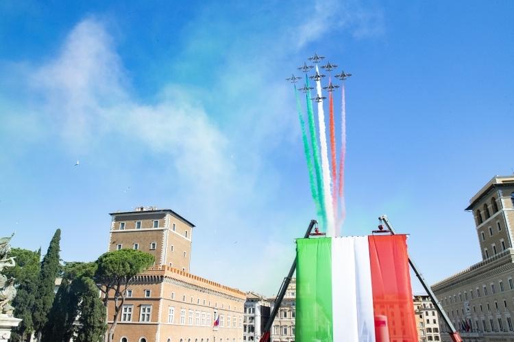 Mattarella: il Tricolore simbolo di un popolo che vuole guardare avanti