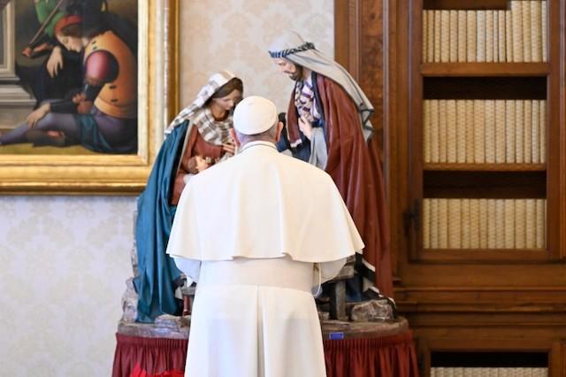 Papa Francesco: Dio è luce, seguiamolo con stupore