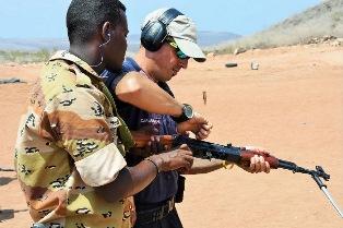 SOMALIA: MILITARI ITALIANI CONCLUDONO L'OTTAVA MISSIONE DI ADDESTRAMENTO DELLE FORZE DI POLIZIA SOMALE E GIBUTINE