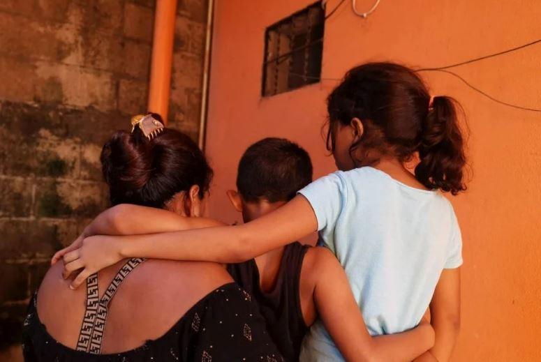 Minacce di morte e violenze di gang costringono alla fuga famiglie dal nord dell