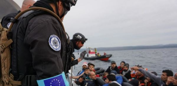 Migranti: a gennaio ingressi irregolari nell'UE dimezzati rispetto a un anno fa