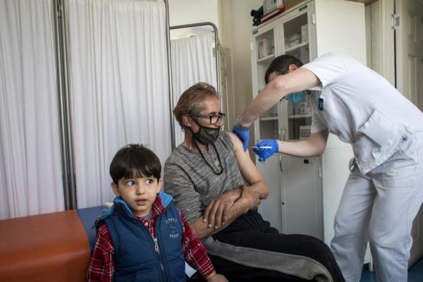 Vaccino anti-covid/UNHCR: accesso equo anche per i rifugiati