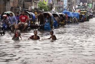 4 MILIONI DI BAMBINI A RISCHIO IN ASIA MERIDIONALE PER INONDAZIONI E COVID-19: L'ALLARME DI UNICEF