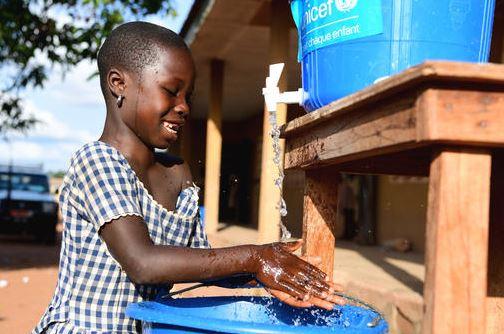 UNICEF: 818 MILIONI DI BAMBINI NEL MONDO A SCUOLA SENZA ACQUA PER LAVARSI LE MANI
