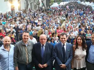 BAGNO DI FOLLA PER IL PRESIDENTE DELLA REGIONE CALABRIA OLIVERIO IN ARGENTINA