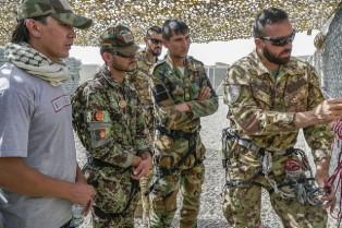 AFGHANISTAN: ISTRUTTORI ITALIANI ADDESTRANO LE FORZE DI SICUREZZA LOCALI