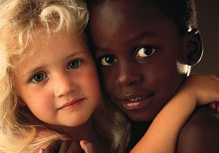 EUROPARLAMENTO: PORRE FINE ALLA DISCRIMINAZIONE RAZZISTA CONTRO GLI AFRO-EUROPEI