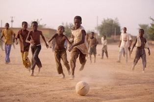 """NIGER: UNHCR E FONDAZIONE MILAN INSIEME PER IL PROGETTO """"SPORT COME TERAPIA"""""""