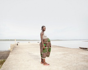 """""""CROSSING THE RIVER"""": DONNE IN PRIMA LINEA CONTRO LA MORTALITÀ MATERNA IN AFRICA"""