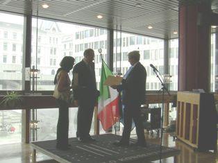 IL PROFESSORE MADS ANDENÆS GRANDE UFFICIALE DELL'ORDINE AL MERITO DELLA REPUBBLICA ITALIANA