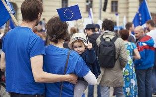 L'EUROPA È LA NOSTRA CASA E ABBIAMO IL DOVERE DI DIFENDERLA DAI SOVRANISTI – di Angela Schirò