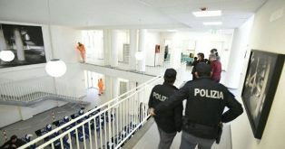 ECONOMIA CRIMINALE: A CASAL DI PRINCIPE GLI STATI MAGGIORI NELLA VILLA CONFISCATA AI CASALESI