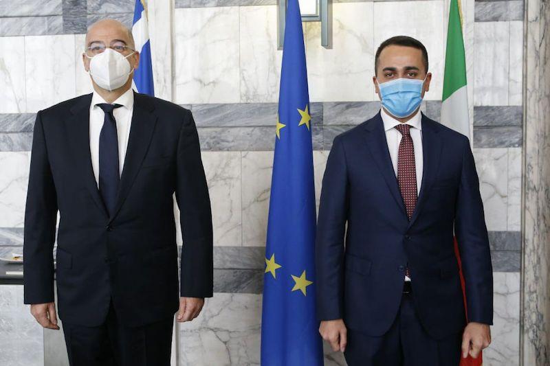 Il ministro Di Maio incontra alla Farnesina il collega greco Dendias