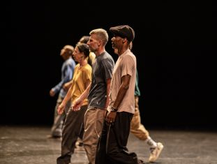 EN ATTENDANT JAMES B.: DANZA INTERNAZIONALE IN DIRETTA STREAMING CON LA COMPAGNIA FRANCESE ART MOUV