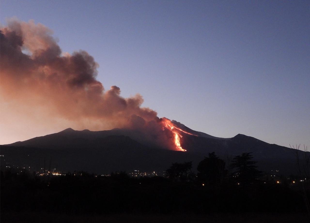 L'Etna erutta: fontane di lava alte centinaia di metri