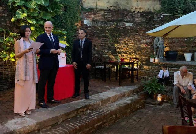 Il console a HCMC Brandi consegna la Stella d'Italia a Pier Federico Barocco