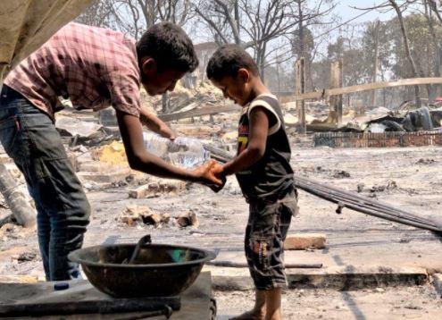 Bangladesh: migliaia di sfollati per un incendio al campo per rifugiati rohingya