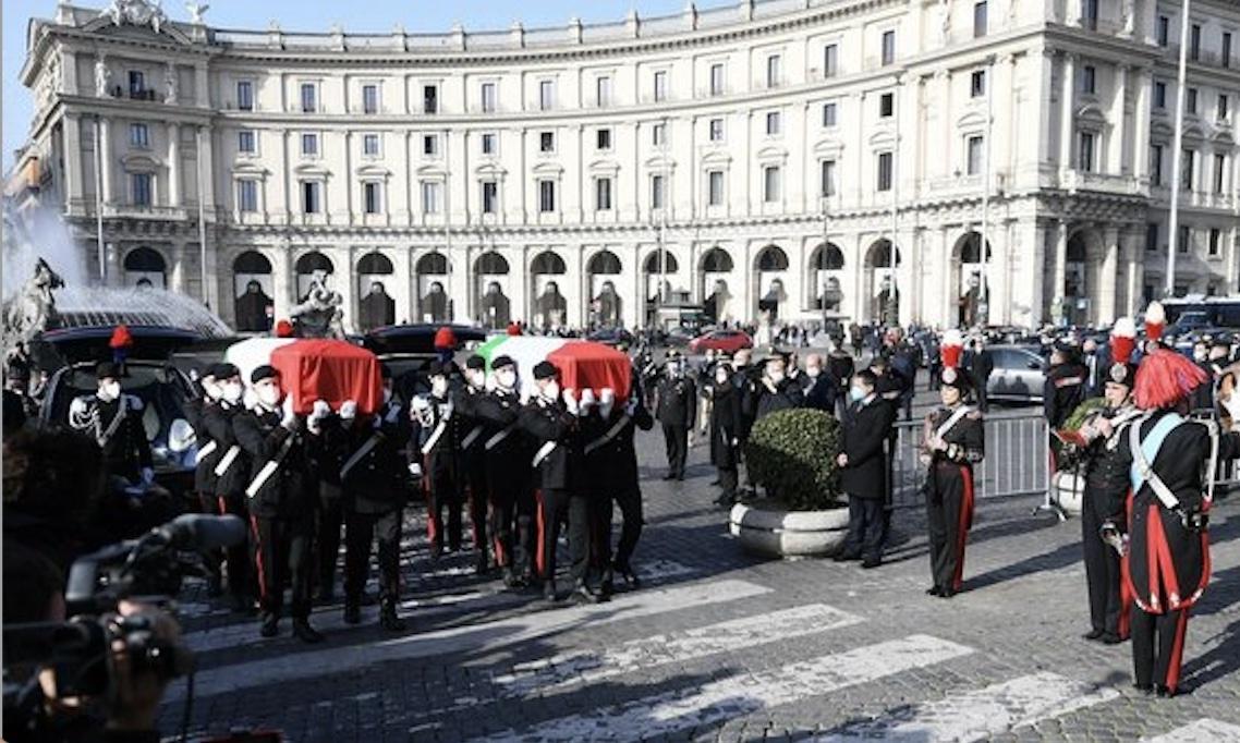 L'Italia saluta l'ambasciatore Attanasio e il carabiniere Iacovacci