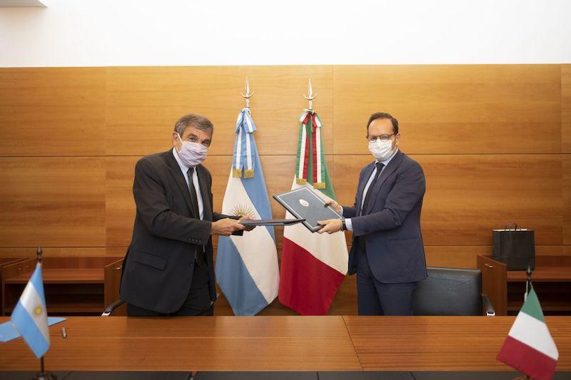 Cooperazione scientifica Argentina-Italia: l'ambasciatore Manzo firma il Programma Esecutivo triennale