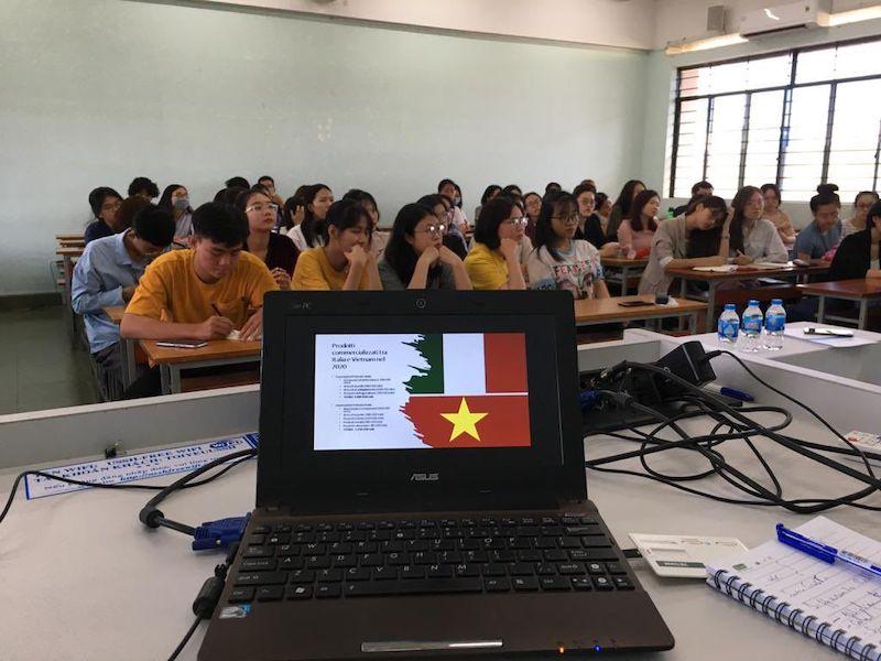 """""""L'Italia di oggi"""": in Vietnam una serie di seminari sulla cultura italiana presso la USSH di HCMC"""