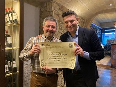 """Da Confiine l'onorificenza di """"Ambasciatore della Cucina Italiana in Europa"""" allo Chef Damiano Pizzicchetti"""