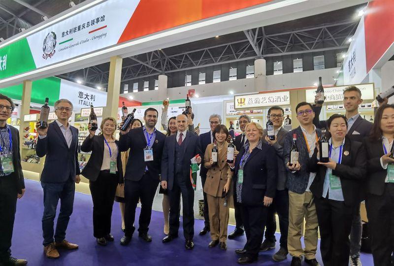 Il console Bilancini inaugura il Padiglione Italia alla 104^ China Food & Drinks Fair di Chengdu