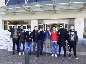 CORONAVIRUS/IMPRENDITORI CINESI DONANO ALLA CALABRIA 1600 TUTE PROTETTIVE
