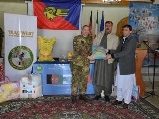 MISSIONE IN AFGHANISTAN: IL CONTINGENTE ITALIANO DONA GENERI ALIMENTARI