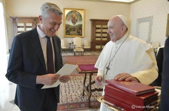 Vicinanza e solidarietà: Papa Francesco incontra Grandi (UNHCR)
