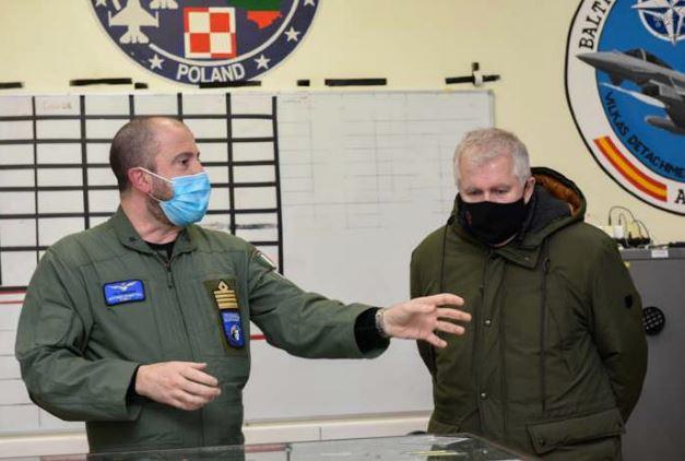 Lituania: il comandante italiano della TFA accoglie il Ministro della Difesa lituano