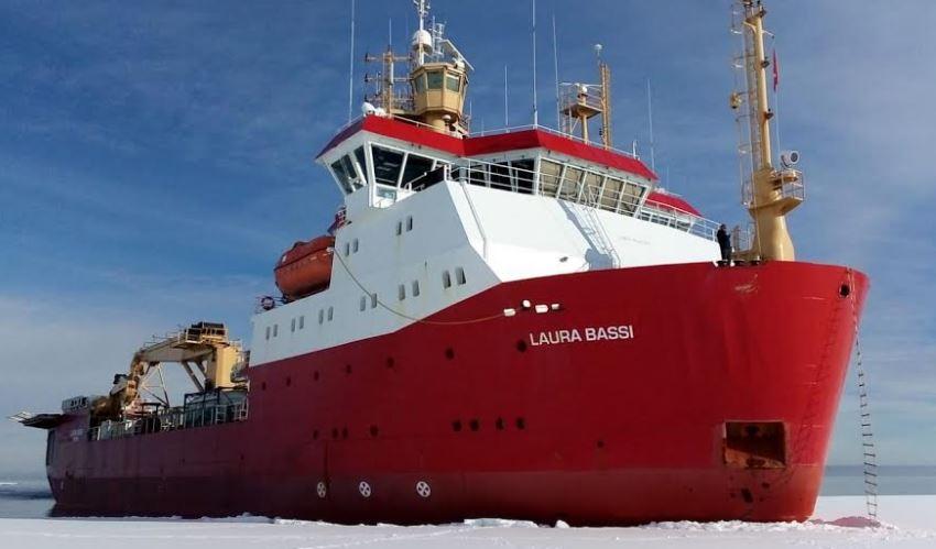 """La rompighiaccio italiana """"Laura Bassi"""" dalla Nuova Zelanda all'Antartide"""