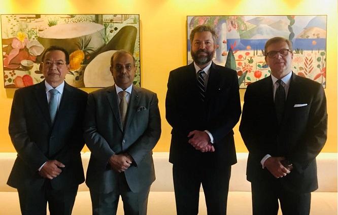 BRASILIA: L'AMBASCIATORE AZZARELLO OSPITA IL MINISTRO DEGLI ESTERI DI ARAÚJO