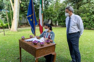 "MYANMAR: L'AMBASCIATA ITALIANA FINANZIA ""WOMEN AND GIRLS FIRST"""
