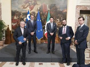 ITALIA-GRECIA: PATUANELLI FIRMA MEMORANDUM D'INTESA SU ENERGIA