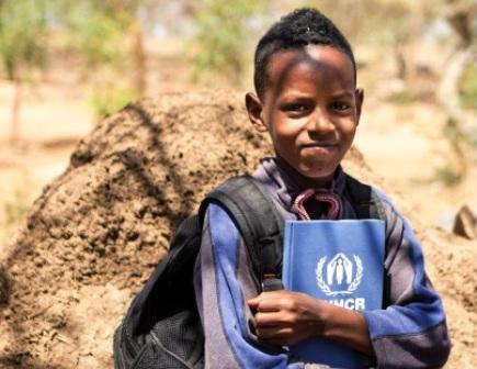 """""""METTIAMOCELO IN TESTA"""": L'UNHCR PER L'ISTRUZIONE"""