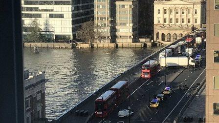 """LONDRA: ATTACCO A LONDON BRIDGE/ PER SCOTLAND YARD È """"TERRORISMO""""/ L'AGGRESSORE UCCISO DALLA POLIZIA"""