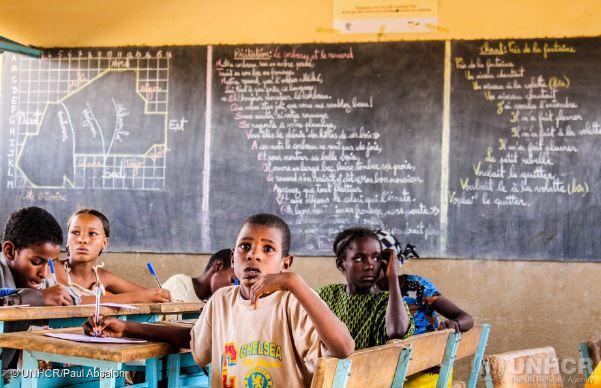 IL CORONAVIRUS RAPPRESENTA GRAVE MINACCIA ALL'ISTRUZIONE DEI RIFUGIATI: NUOVO RAPPORTO UNHCR