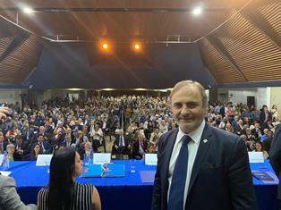 CARACAS: 2000 CONNAZIONALI CON MERLO ALLA FIRMA DELL'ATTO COSTITUTIVO DELL'OSPEDALE ITALIANO