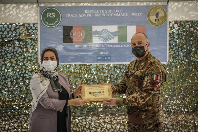 Afghanistan: il contingente italiano dona materiale al Dipartimento Affari Femminili di Herat